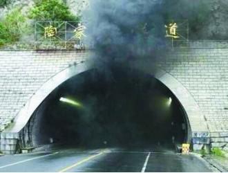 威海校车事故致11名学生遇难身亡 徐州律师解读 司机为救孩子丧生能否为工伤
