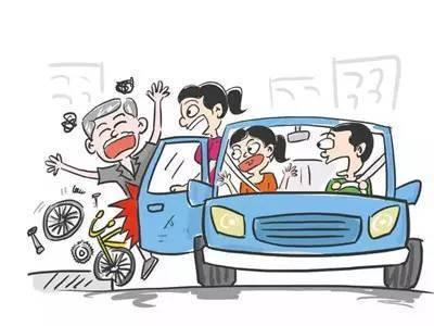轿车与电动车相撞,同等责任,电动车方的医药费,车损费如何赔付?