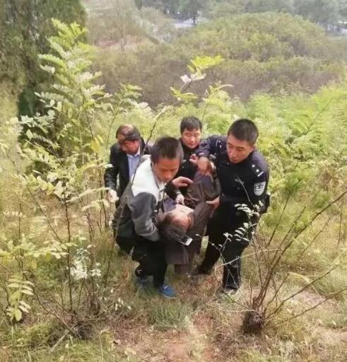 男子因与继子吵架喝农药自杀 民警开启时间抢救战