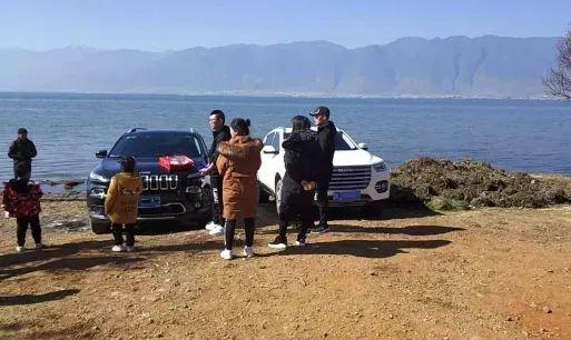 洱海边洗车被罚 法律不会惯你坏习惯